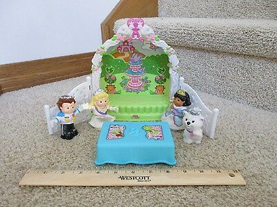 Fisher Price Wedding Party Garden Arbor Gazebo table dog Bride Groom bendable
