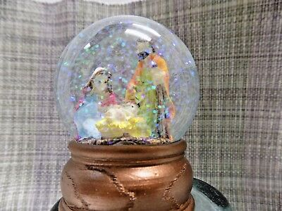 (NATIVITY SCENE in SNOW GLOBE CHRISTMAS ORNAMENT MARY JOSEPH JESUS KEEPSAKE 3.5