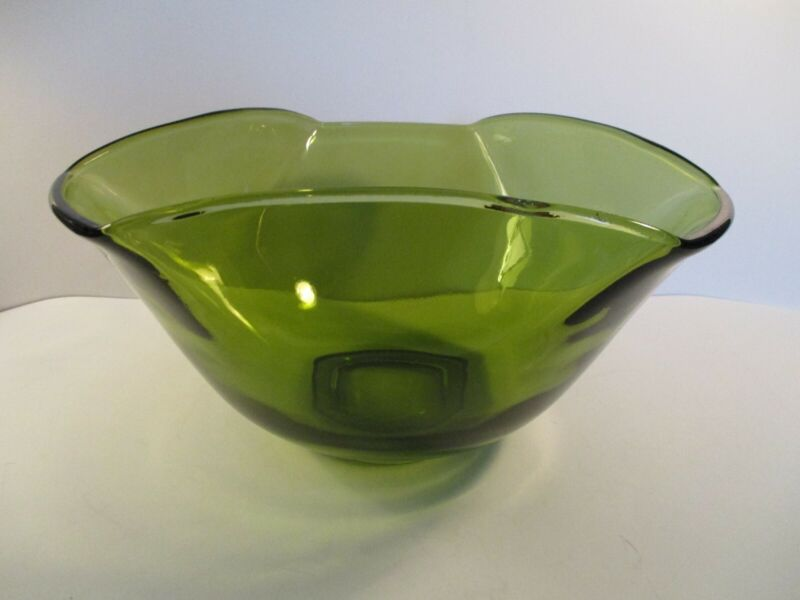 ANCHOR HOCKING LARGE AVOCADO GREEN TRIANGLE SHAPED BOWL