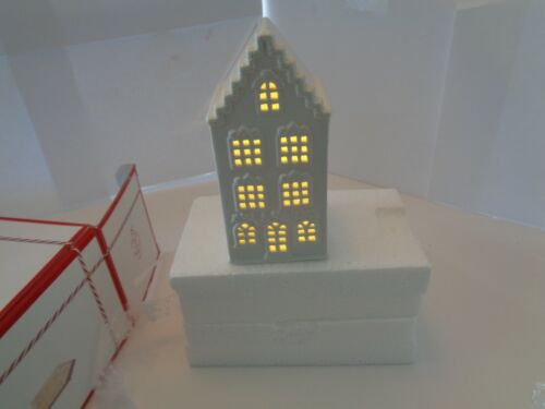 NEW LENOX LIGHT UP SWAG DECORATED HOUSE FIGURINE 6 IN WHITE PORCELAIN
