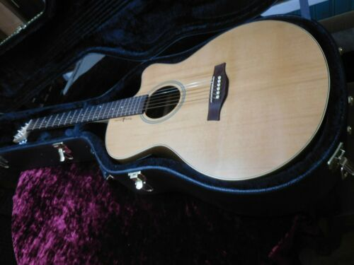 Seagull  Natural Elements Acoustic Electric w/HSC and Hipshot Locking Tuners