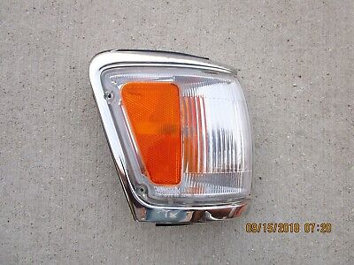 92-95 TOYOTA 4RUNNER FRONT PASSENGER RIGHT SIDE CORNER TURN  SIGNAL MARKER LIGHT