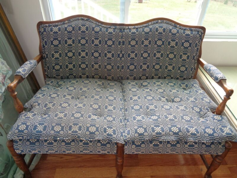BEAUTIFUL ANTIQUE BLUE BENCH