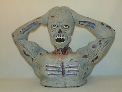 Animatronic Animated Haunted Zombie Ghoul Horror Decapitated Screeching Figure