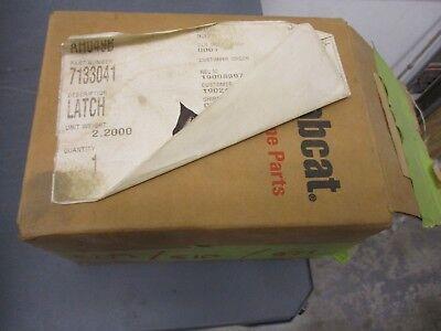7133041 Door Latch Bobcat