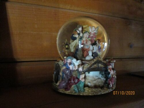 Musicl Waterglobe, The Nativity with revolving base by kirkland
