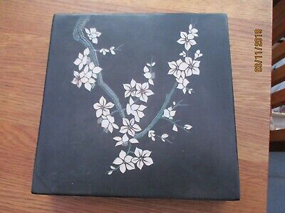 VIETNAMESE LACQUERED BOX WITH INLAID FLORAL DESIGN, ARTEXPORT TAN HONG