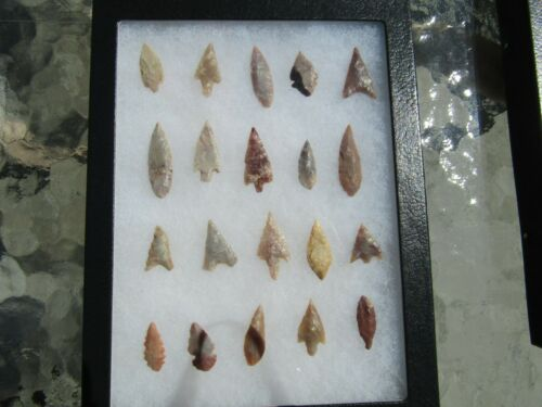 Wonderful Lot Sahara Neolithic projectile points 4,000 B.C.