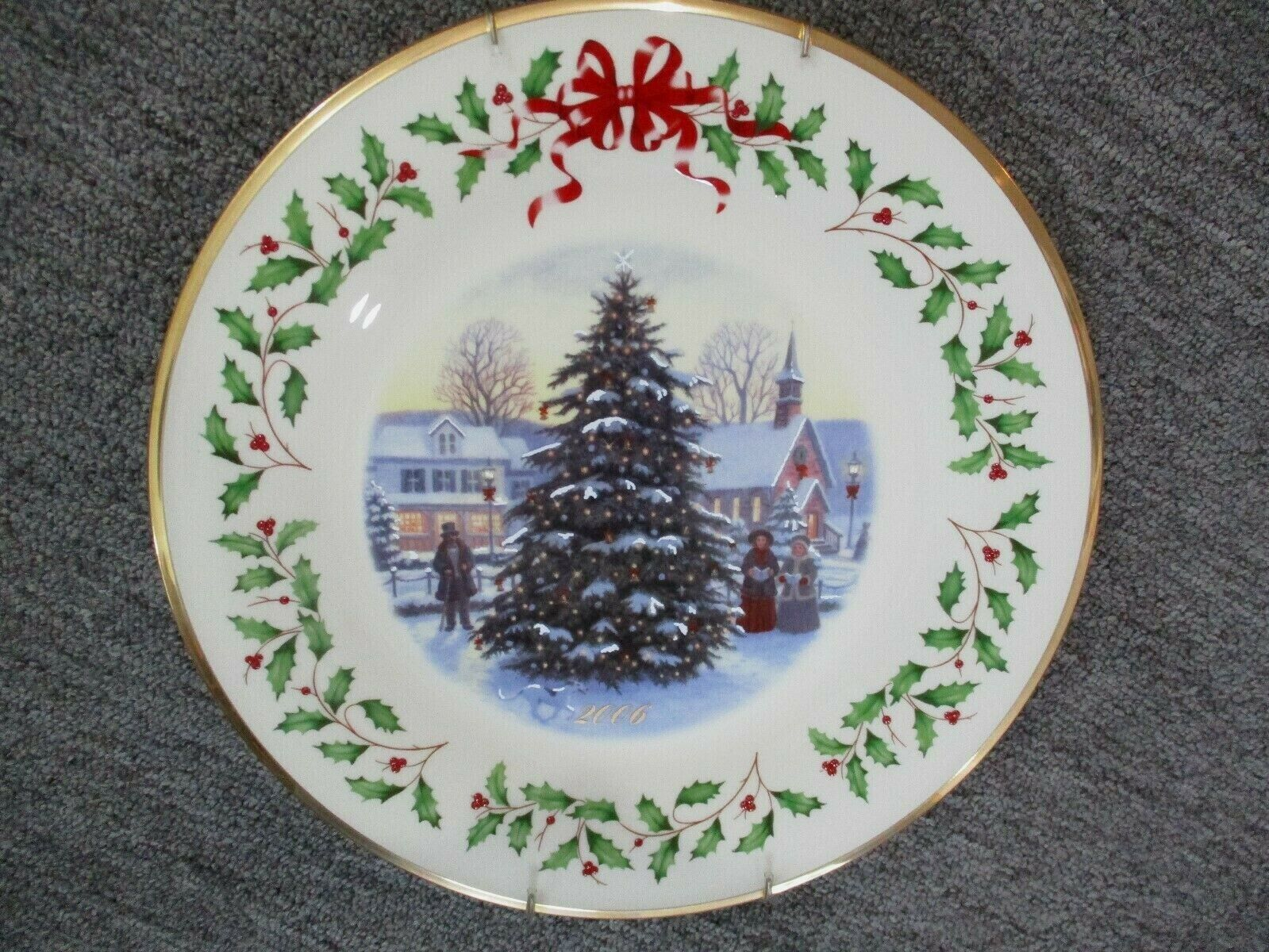 Lenox Annual Holiday Collectors Christmas Plate 2006
