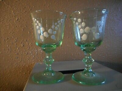 LIGHT GREEN PRESSED CORDIAL/LIQEUR/WINE GLASS WITH LILY OF THE VALLEY DESIGN (2) Green Wine Design