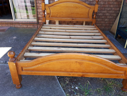 Queen bed in good condition