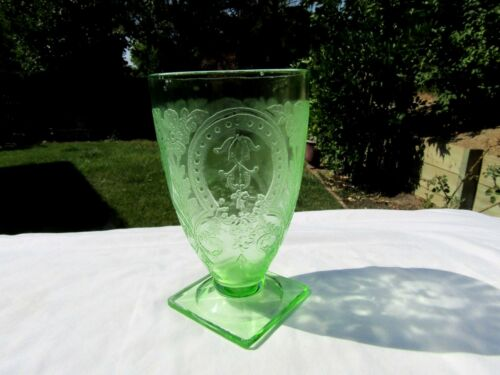 Indiana Depression Glass # 612 Green Horseshoe 9 oz. Footed Tumbler 1930-1933