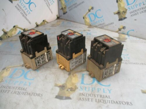 ALLEN BRADLEY 700-P400A1 SERIES A & B 120 V CONTROL RELAY LOT OF 3