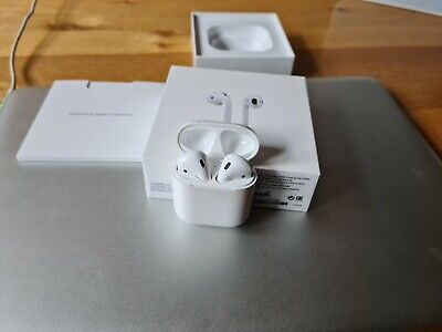 Apple AirPods (1st Generation) Wireless Headphones - White (MMEF2ZM/A) USED