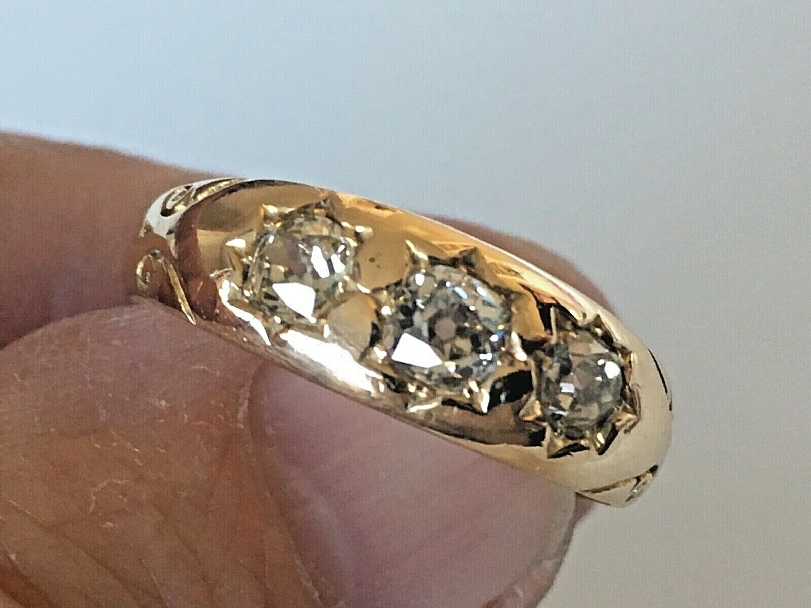 VICTORIAN 18CT GYPSY DIAMOND THREE STONE RING SIZE V OLD CUT STONES APPROX 1.5CT