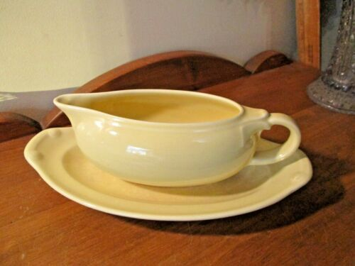 TAYLOR SMITH & TAYLOR LURAY PERSIAN YELLOW GRAVY BOAT & UNDERPLATE