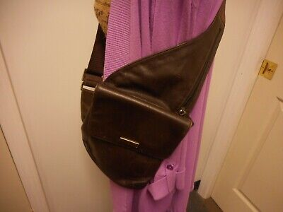 GUESS BROWN LEATHER LADIES SMALL CROSSBODY PURSE/TRAVEL BAG/UNDER JACKET
