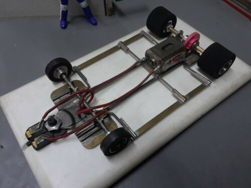 1/24 slot car retro brass & wire chassis.new rear tires.tested on track run good