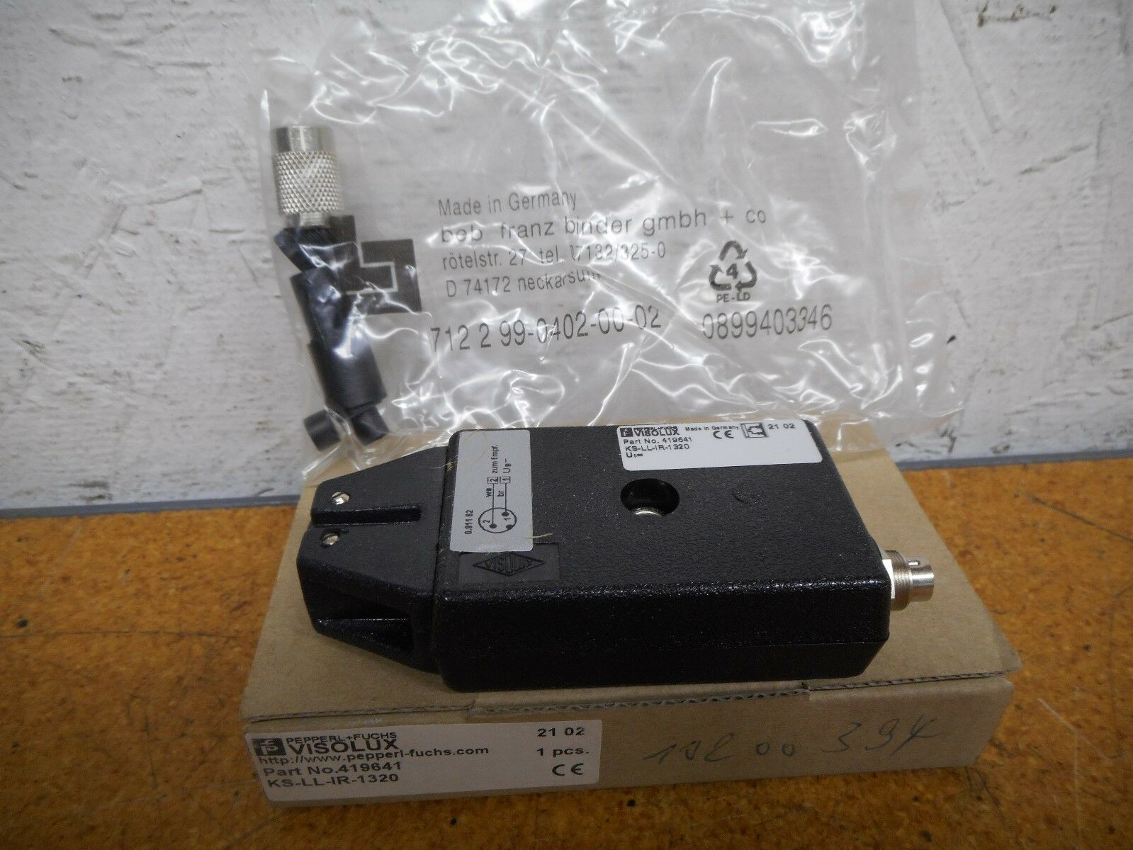 Pepperl+Fuchs VISOLUX 419641 KS-LL-IR-1320 Photoelectric Sensor New