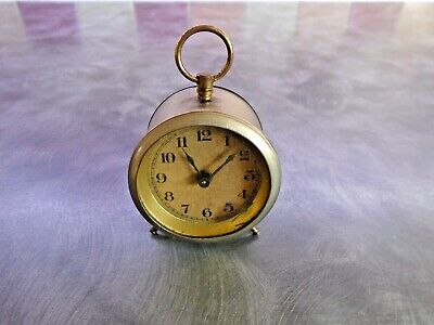 SMALL ANTIQUE/VINTAGE MANUAL WIND CLOCK FOR SPARES OR REPAIR