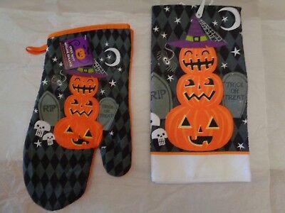 Happy Halloween Pumpkin Designs (Happy Halloween Black Orange(1) Mitts & (1) Towel W/Orange Pumpkin)