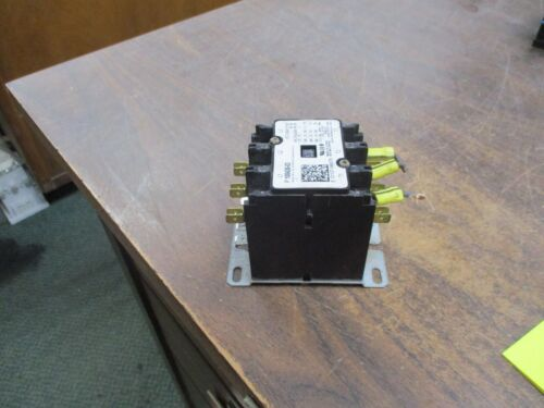 Tyco Electronics Contactor 100438-03 24V Coil 25A 600V Used