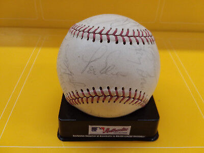 1983 Chicago Cubs Autograph Team Signed Baseball - Sandberg - Jenkins Chicago Cubs Autographed Baseball