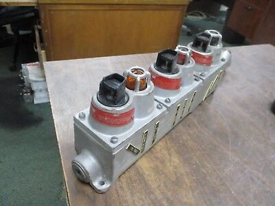 Crouse-hinds Explosion Proof 3-gang Control Box Ds510 J1 Nx 125v Used