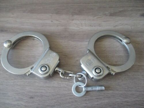 """VINTAGE SMITH & WESSON S&W HANDCUFFS MODEL 94 2ND VARIATION """"A""""  MARKED"""