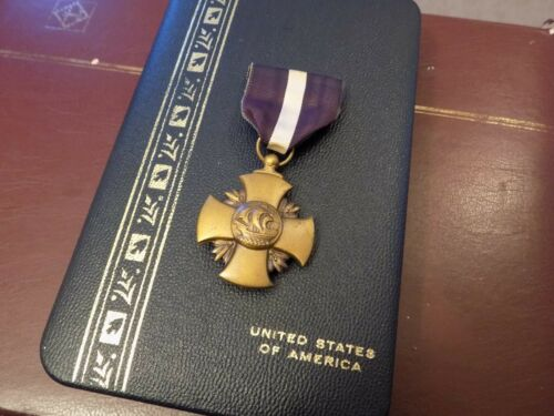 US EARLY WW2 NAVY CROS MEDAL BUT WITH CRIMP BROACH - BOX OF ISSUE