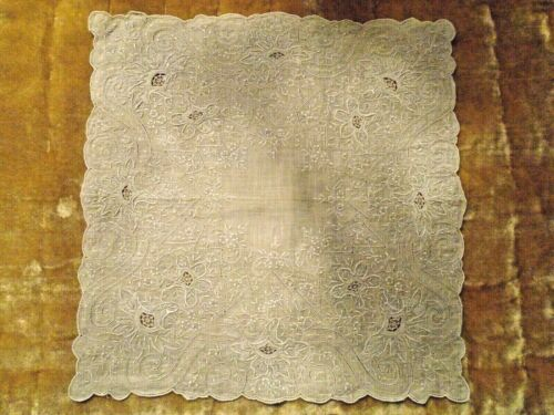 """ANTIQUE LINEN APPENZELL HEAVILY EMBROIDERED HANKY / HANDKERCHIEF 10-1/2"""""""
