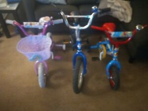 3 CHILDREN'S BICYCLES WITH TRAINERS