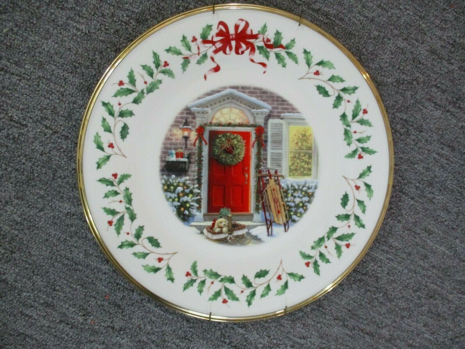 Lenox Annual Holiday Collectors Christmas Plate 2005 Red Door
