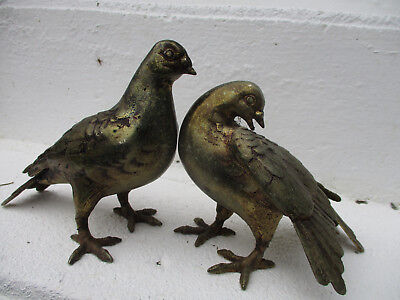 EXQUISITE HEAVY OLD WEATHERED CAST METAL GARDEN PIGEONS