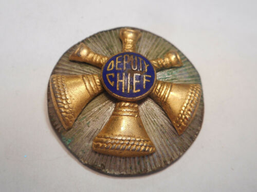 DEPUTY CHIEF [FIRE DEPARTMENT] BLACK AND GOLD ENAMELED, SCREW BACK BADGE