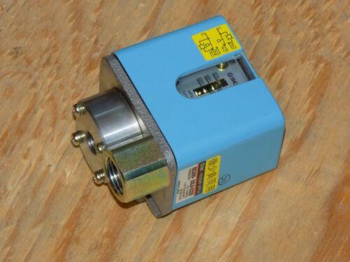 SMC ISC305-02L5-X220 Pressure Switch 24v