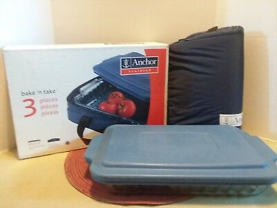 """NEW in Box Anchor Sculpted Bake 'N Take 9"""" x 13"""" 3 Qt Baking Dish w/Cover & Tote"""
