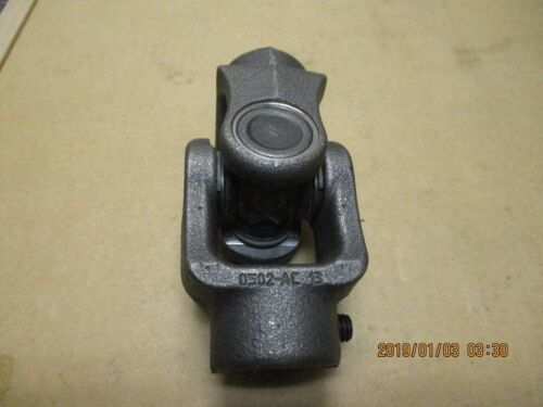 NEW OTHER, NEAPCO 1685005 UNIVERSAL JOINT, 24MM BORE ON BOTH SIDES.
