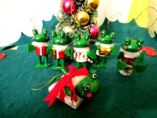 VINTAGE 6 WOOD FROGS, FAUX FUR COLLARS CHRISTMAS ORNAMENTS RARE