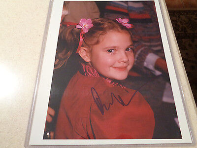 Drew Barrymore   Very Young   Rare Signed 8X10 Color Candid Photo W Coa