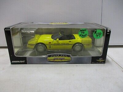 Greenlight Pace Car Garage 1986 Chevrolet Corvette 1/18