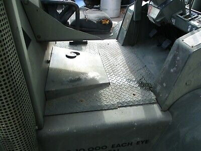Hyster H155xl - Two Diamond Plate Floorboard Pieces Only