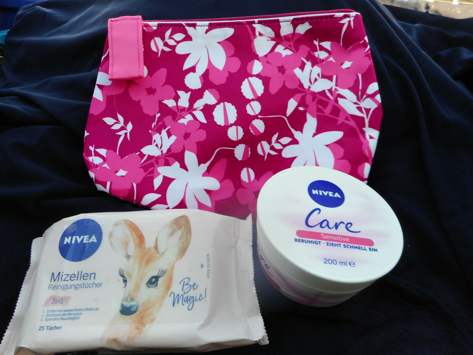 Set Nivea Care sensitive 200ml + 25 Mizellentücher + Estée Lauder Kosmetiktasche
