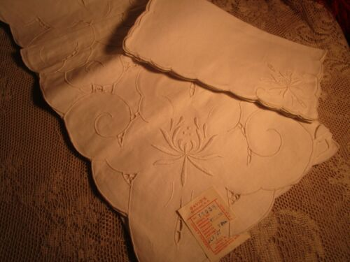 """VINTAGE 45"""" X 45"""" CUTWORK TABLECLOTH AND 6 NAPKINS"""