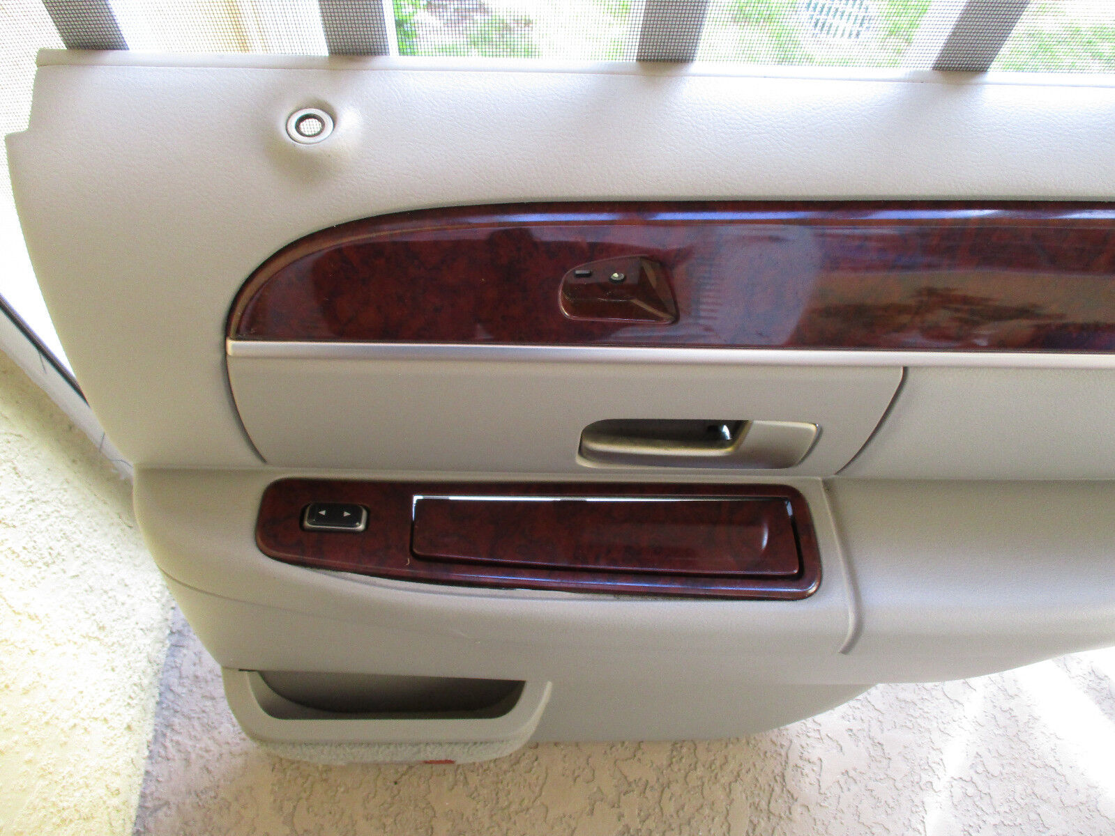 Used 2011 Lincoln Town Car Interior Door Panels And Parts For Sale