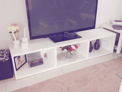 White Entertainment tv unit in great condition