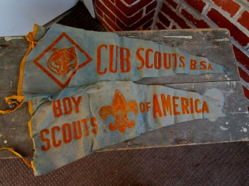 VINTAGE LOT OF 2 CUB SCOUTS PENNANTS BSA BOYS SCOUTS OF AMERICA FELT BANNER