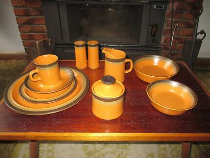 Retro 1970's Arrowstone dinnerset for 8