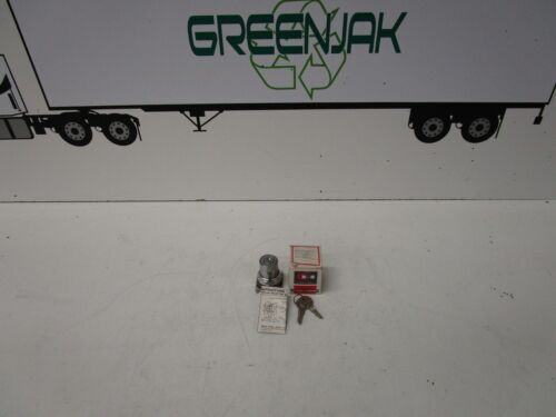 CUTLER-HAMMER T15112 NEMA 4-13 2 POSITION SELECTOR SWITCH - NEW - FREE SHIPPING