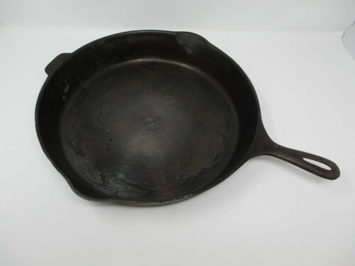 Unmarked Wagner Vintage Cast Iron Skillet #12 14 Inch Made In USA